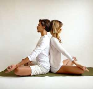 Основные асаны парной йоги Поза лотоса или полу-лотоса с поддержкой